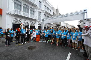The FINtastic Run started with the flag-off by YB Phee Boon Poh, Penang State Exco for Environment, Welfare and Caring Society.